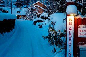 Schnee in der Einfahrt des BB Hotel Albertine